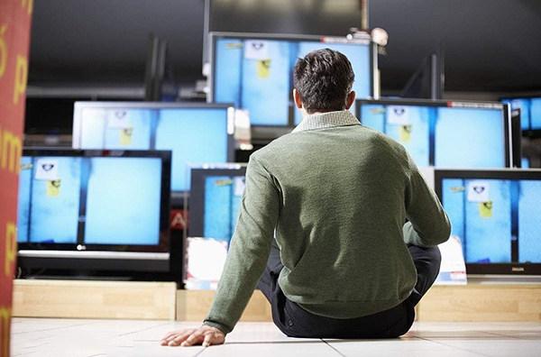 """电视行业从""""价格战""""转向""""价值战"""" 或能走出低谷"""