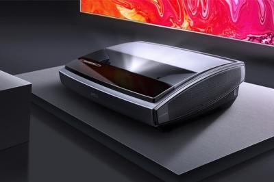 坚果SU 4K激光电视正式发布:搭载88吋抗光幕布 售价27998元