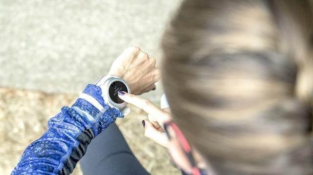 做鞋的转行做表是啥样?来看看新百伦的运动手表