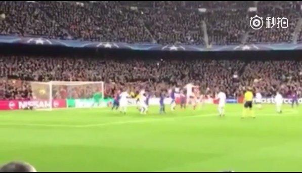 罗贝托绝杀巴萨球迷视角,进球瞬间整个诺坎普被点燃了!
