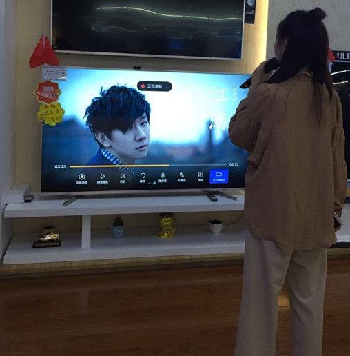 海信电视用户家庭K歌 打造客厅娱乐新时代