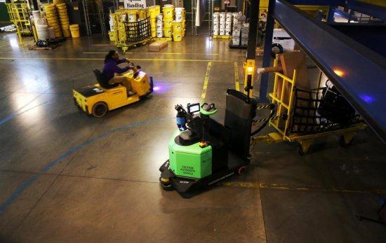 美国快递物流纷纷布局机器人 人类与机器人并肩作战