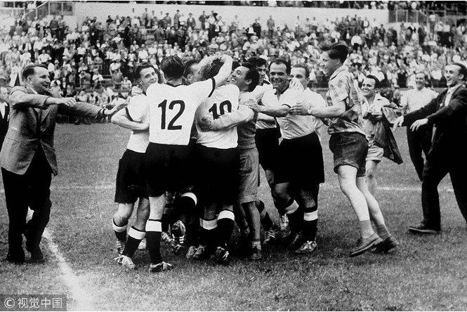 回顾经典,致敬传奇:世界杯上72个动人心魄的瞬间
