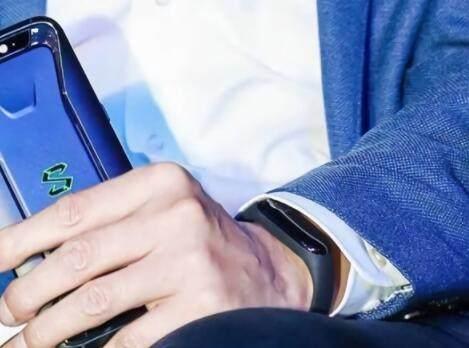 小米手环3完全曝光 有望与小米8一同发布