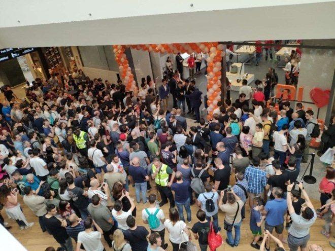 中国第一家品牌!小米意大利首店落户著名购物中心II Centro