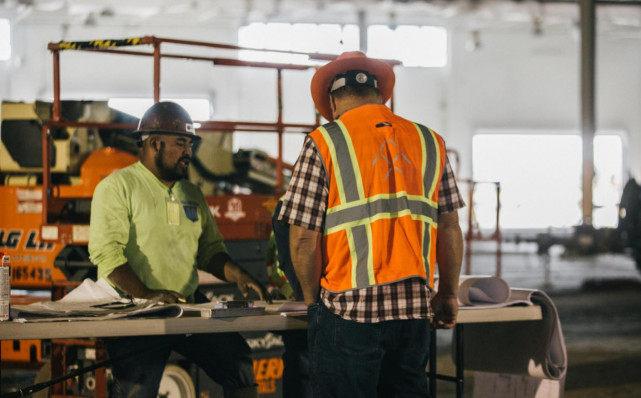 FF宣布:选定美国工厂建设商 维持年内交付计划