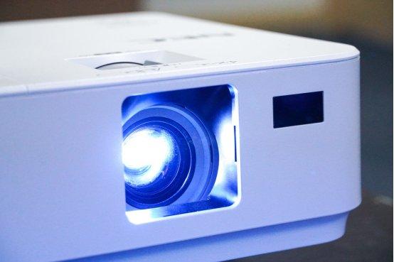NEC CR3030H家用投影机评测 2800流明白天也清晰!