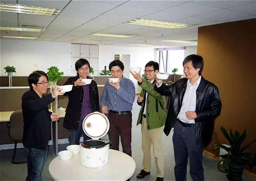 小米八年往事:从喝碗小米粥就开干到上市开启新征程