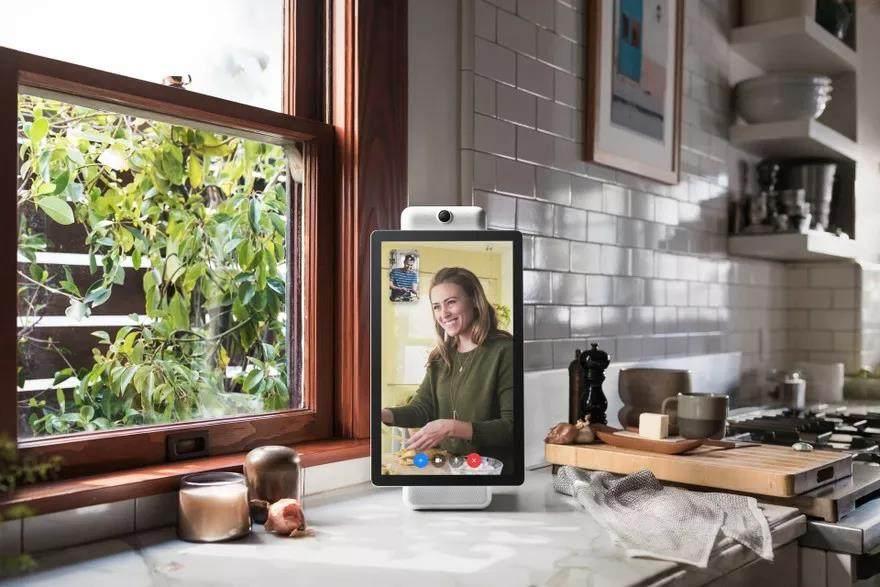 脸书发布两款智能音箱,主打视频通话功能