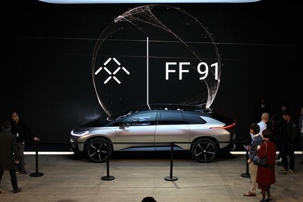 贾跃亭与FF员工共迎圣诞 更多FF91预量产车即将到来