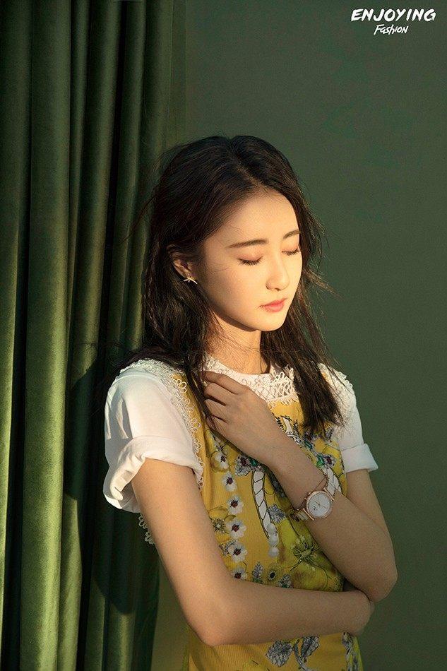 """马泽涵时尚写真曝光 化身甜酷女孩尽显""""青春的本质"""""""