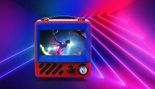 小尺寸家电成年轻一族新宠 迷你复古电视更流行