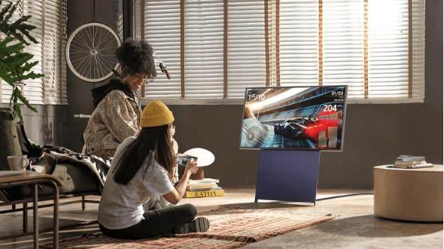 继TCL和海信之后,三星也推出旋转屏幕电视_-_热点资讯-苏宁优评网