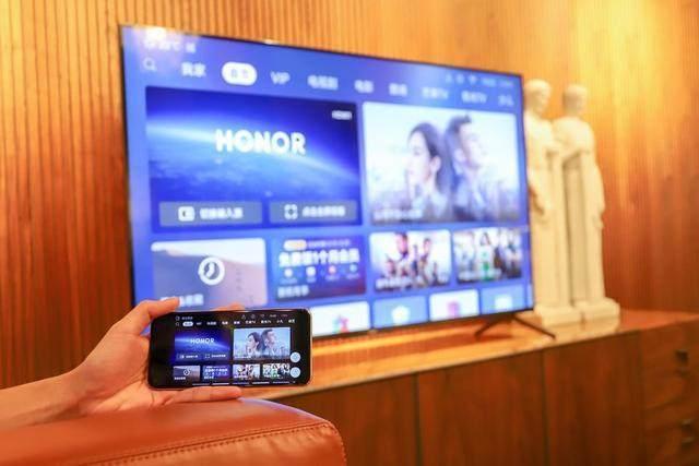 手机厂商纷纷入局 给电视行业注入新活力_-_热点资讯 好物资讯 第2张