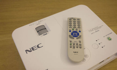 家用投影新选择 NEC CD1100H家用投影机新品测试