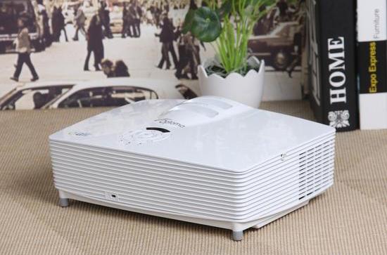 奥图码高亮家用投影图赏:支持高清1080P和3D播放!