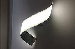 LG推出第五代OLED台灯 计划2018年进行量产