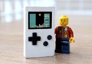 科技资讯 PocketStar掌上游戏机:这可能是最小的游戏机