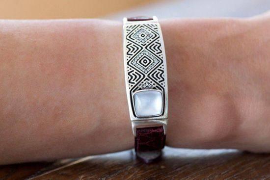 Tyia时尚智能手环 平衡工作和生活