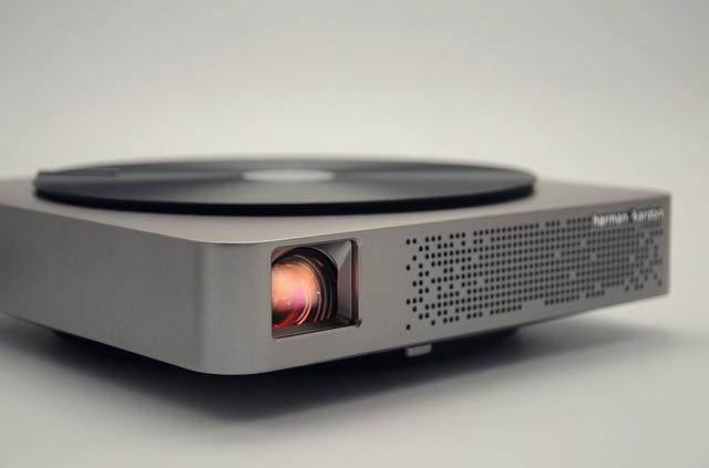 极米无屏电视新旗舰或将亮度提升至900 Ansi Lumens「智能产品」