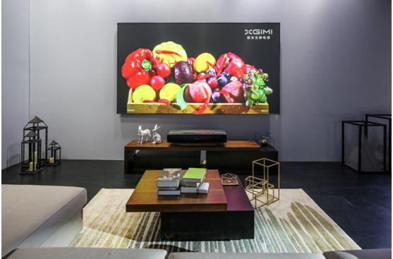 极米发布全球首款120英寸4K双色激光无屏电视T1