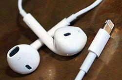 iPhone抛弃USB,没有接口的手机时代