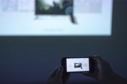 怎么把手机视频投到墙上?手机投